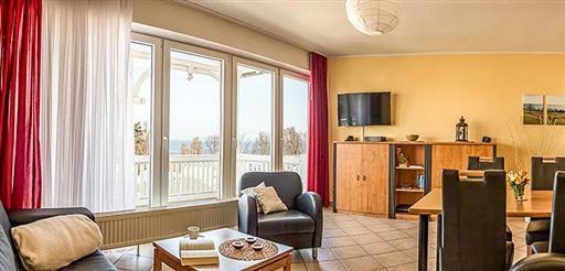 Wohnzimmer mit Blick auf den Göhrener Nordstrand